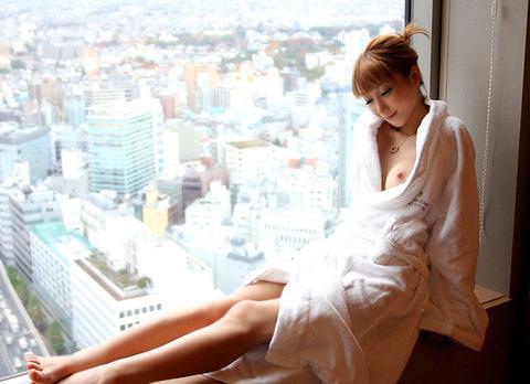 【おっぱい】お風呂上がりのバスローブから見えるおっぱいがエロすぎる!【30枚】 23
