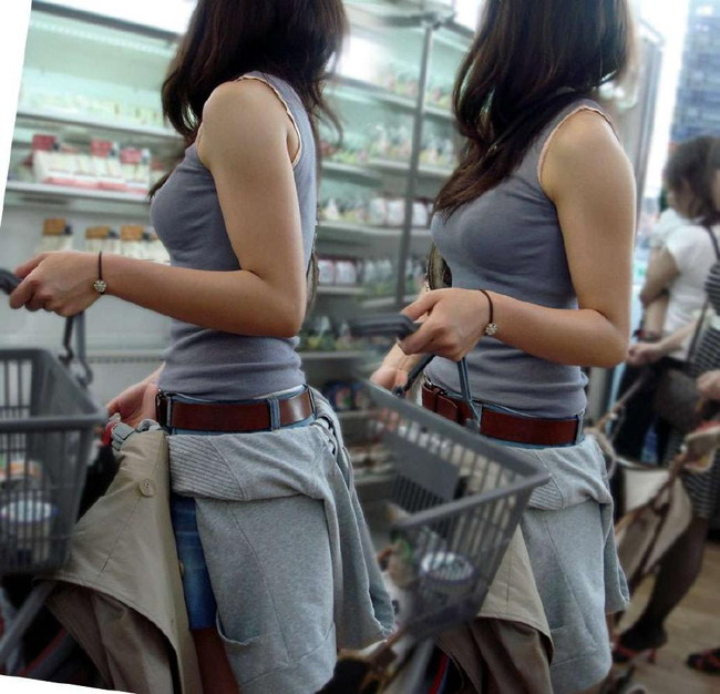 【おっぱい】服の上からも丸わかりなふっくらおっぱいがエロすぎる!【30枚】 29