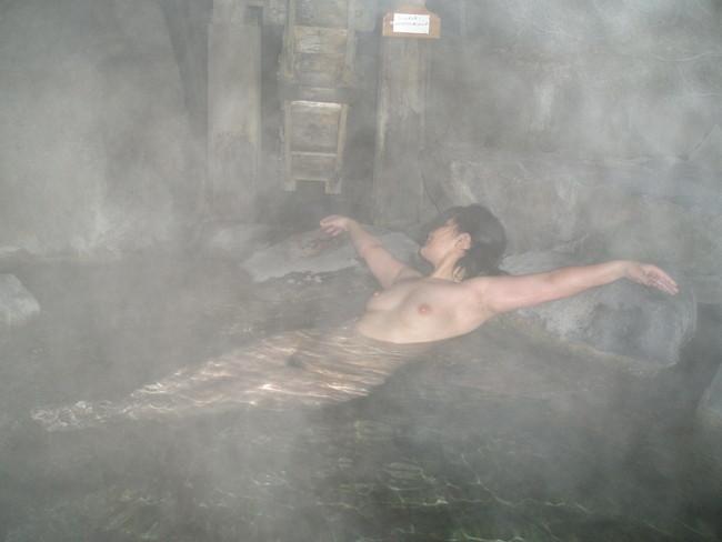 【おっぱい】禁断の花園・女湯でおっぱいを丸出しにする女がエロすぎる【30枚】 09