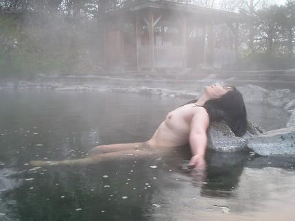 【おっぱい】禁断の花園・女湯でおっぱいを丸出しにする女がエロすぎる【30枚】 12