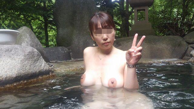 【おっぱい】禁断の花園・女湯でおっぱいを丸出しにする女がエロすぎる【30枚】 13