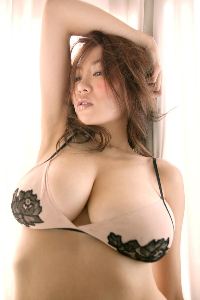 【おっぱい】巨乳にビキニは犯罪級にエロすぎる!【30枚】 21