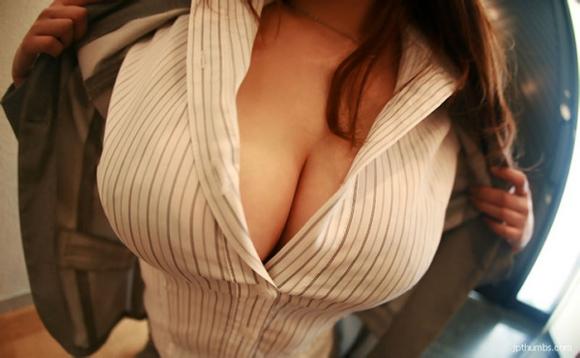 【おっぱい】巨乳がワイシャツやブラウスを着てる姿がエロすぎる!【30枚】 03