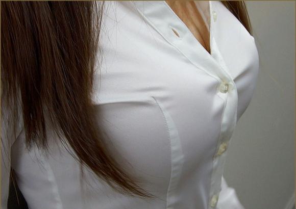 【おっぱい】巨乳がワイシャツやブラウスを着てる姿がエロすぎる!【30枚】 13