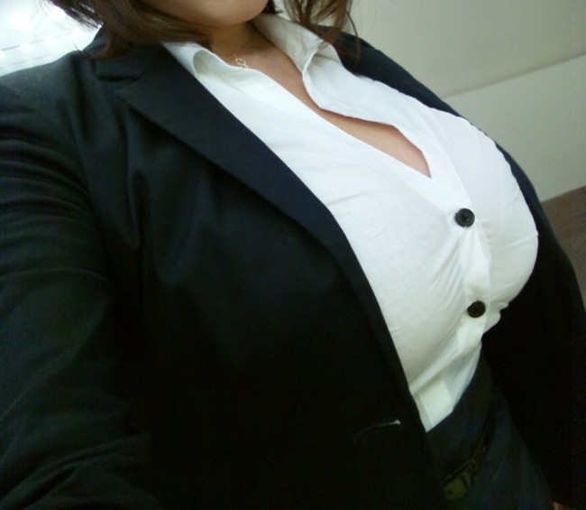 【おっぱい】巨乳がワイシャツやブラウスを着てる姿がエロすぎる!【30枚】 14