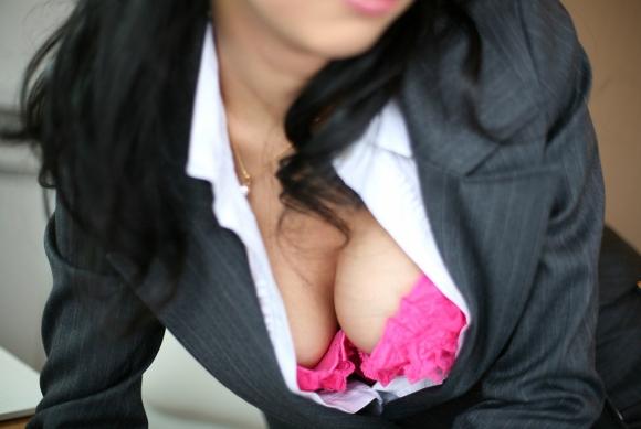 【おっぱい】巨乳がワイシャツやブラウスを着てる姿がエロすぎる!【30枚】 17