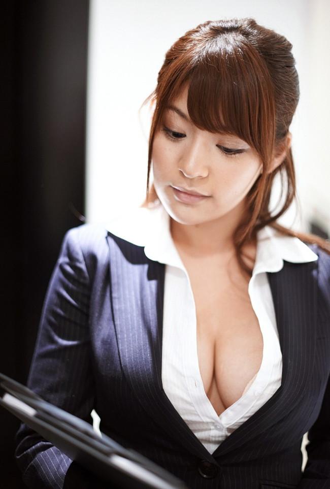 【おっぱい】巨乳がワイシャツやブラウスを着てる姿がエロすぎる!【30枚】 21