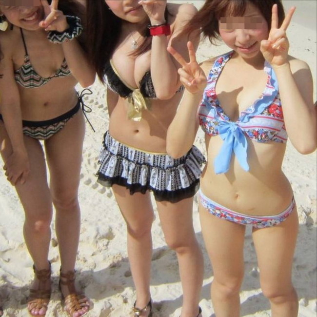 【おっぱい】浜辺ではち切れんばかりのおっぱいを披露するギャルがエロすぎる【30枚】 10