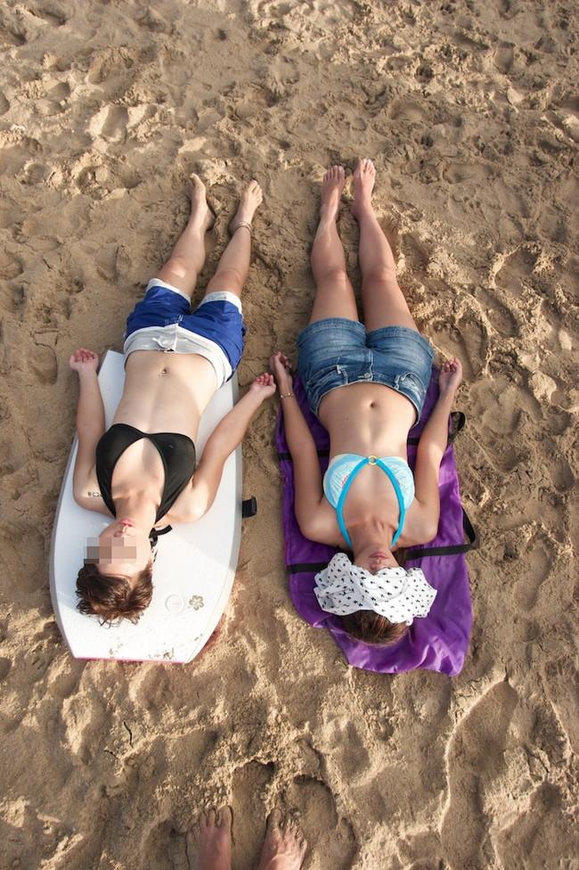 【おっぱい】浜辺ではち切れんばかりのおっぱいを披露するギャルがエロすぎる【30枚】 21
