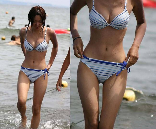 【おっぱい】浜辺ではち切れんばかりのおっぱいを披露するギャルがエロすぎる【30枚】 25