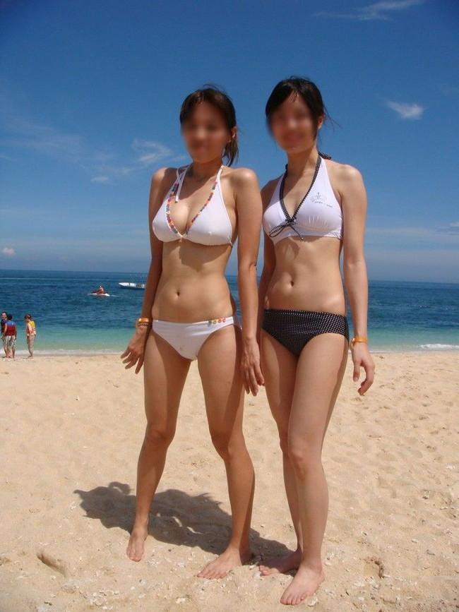 【おっぱい】浜辺ではち切れんばかりのおっぱいを披露するギャルがエロすぎる【30枚】 28