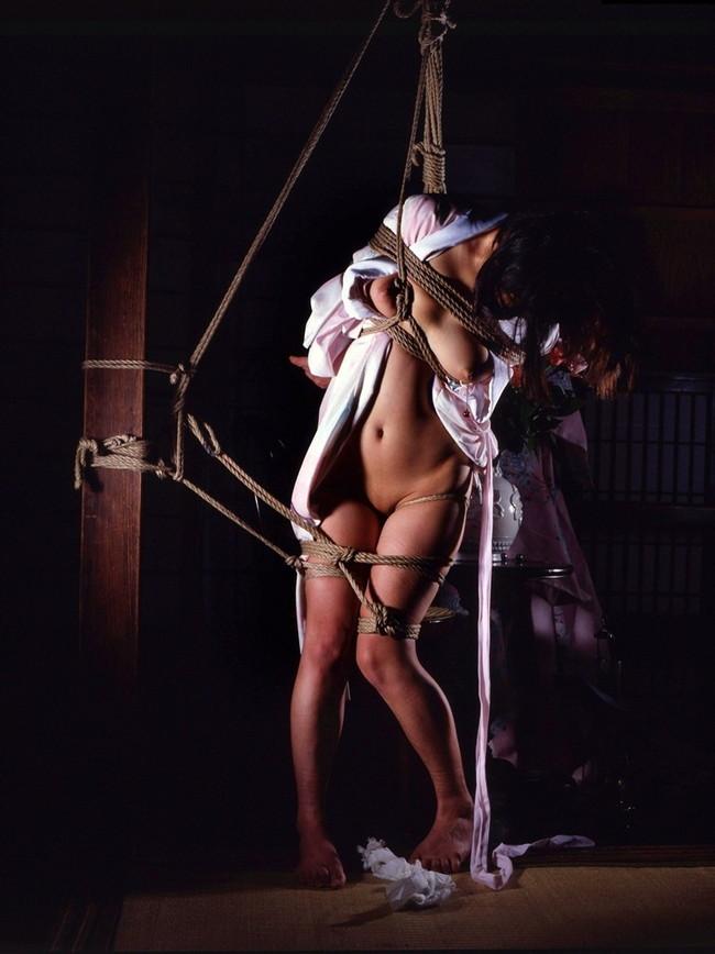 【おっぱい】縄でガッチガチにしばられてるM女のおっぱいがエロすぎる【30枚】 06
