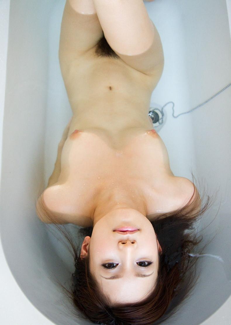 【おっぱい】全裸でお風呂にはいる女の子のおっぱいがやっぱりエロすぎる【30枚】 03