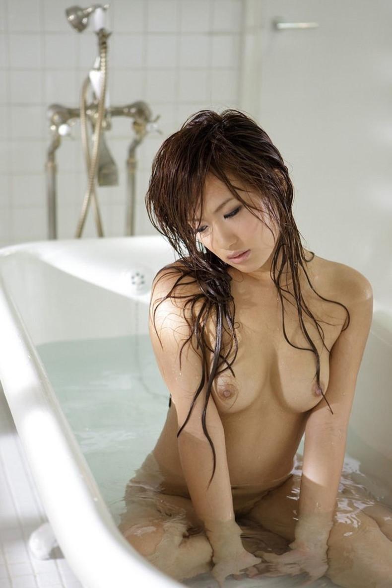【おっぱい】全裸でお風呂にはいる女の子のおっぱいがやっぱりエロすぎる【30枚】 19