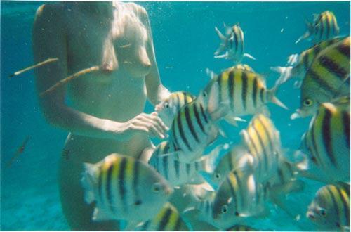 【おっぱい】水中から撮影されておっぱいが神秘的でエロすぎる!【30枚】 19