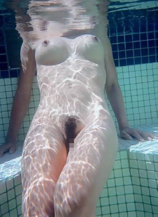 【おっぱい】水中から撮影されておっぱいが神秘的でエロすぎる!【30枚】 21