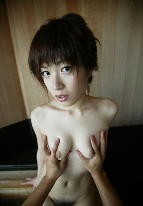 【おっぱい】セックス中におっぱいを揉まれまくってる女がエロすぎる【30枚】 01