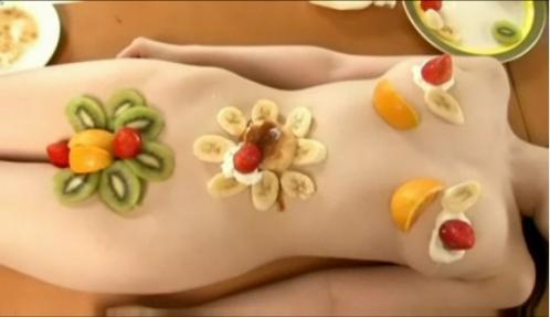 【おっぱい】おっぱいに食材が盛られている女体盛りがエロすぎる!【30枚】 26
