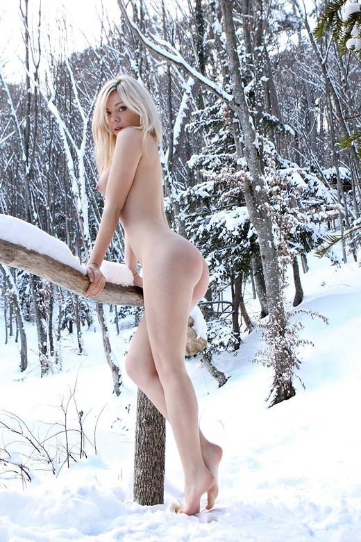【おっぱい】冬の女の子のおっぱいは美しくてエロすぎる!【30枚】 22