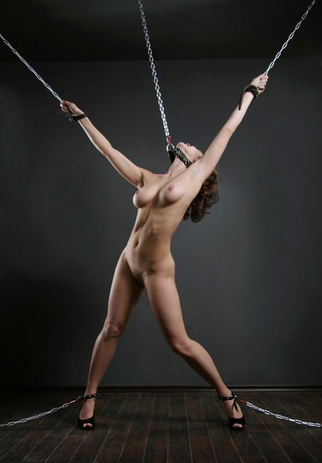 【おっぱい】首輪につながれて絶対服従させられてるおっぱい丸出しの女がエロすぎる【30枚】 21