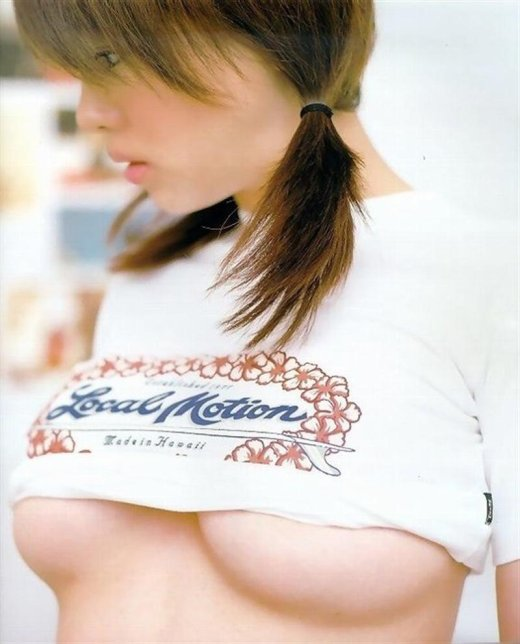 【おっぱい】巨乳でしか味わう事のできないおっぱいの下乳がエロすぎる【30枚】 09