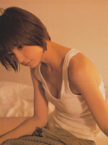 【おっぱい】どんどんと過激になる篠田麻里子のおっぱいがエロすぎる【30枚】 08