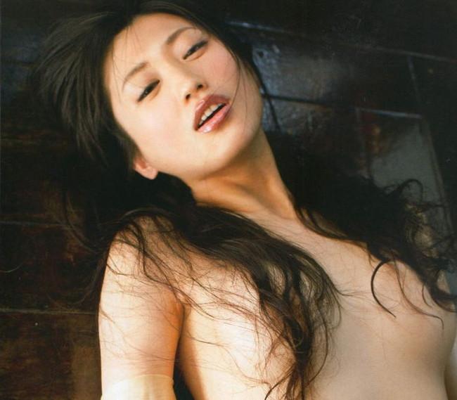 【おっぱい】ロングヘアで隠された乳首が妙にエロすぎる【30枚】 16