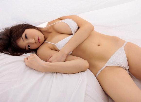 【おっぱい】純白の下着に包まれて汚れなきおっぱいがエロすぎる【30枚】 22