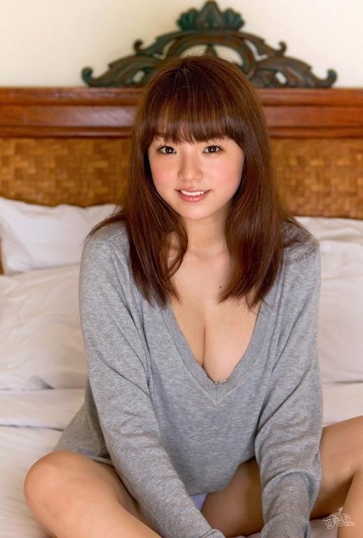 【おっぱい】歌手としても活躍する篠崎愛の超やわらかそうなおっぱいがエロすぎる【30枚】 20