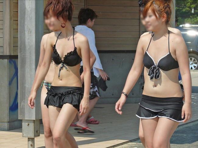 【おっぱい】夏に向けての予習!水着姿のギャルたちのおっぱいがエロすぎる【30枚】 21