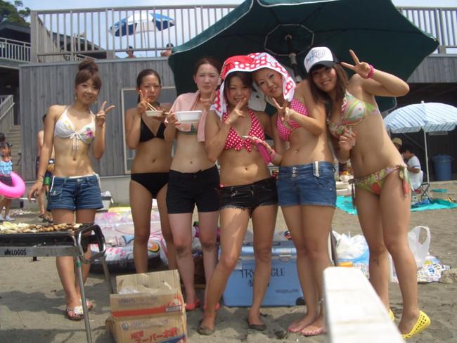 【おっぱい】夏に向けての予習!水着姿のギャルたちのおっぱいがエロすぎる【30枚】 29
