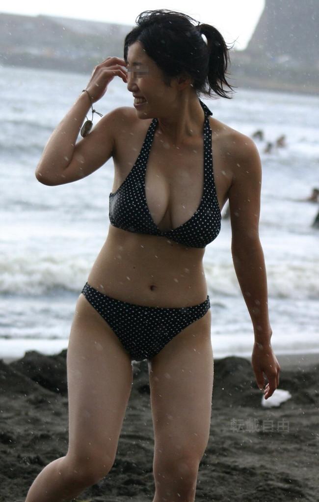 【おっぱい】夏の訪れを感じるおっぱいが強調された水着美女がエロすぎる【30枚】 28