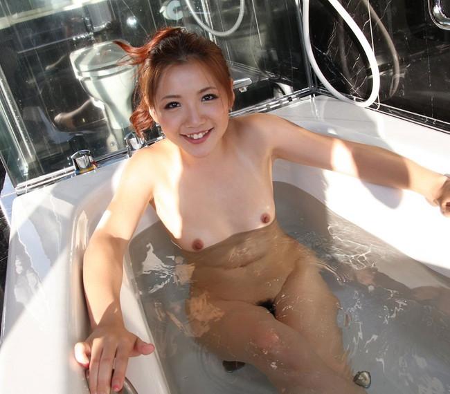 【おっぱい】おっぱいって浮かぶのかな?って試したくなりそうな入浴中のおっぱいがエロすぎる【30枚】 21