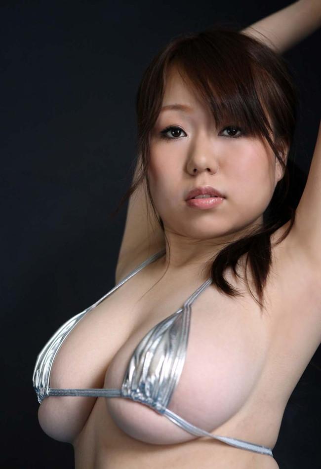 【おっぱい】ほとんど裸のマイクロビキニ姿が水着史上最高にエロすぎる!【30枚】 20