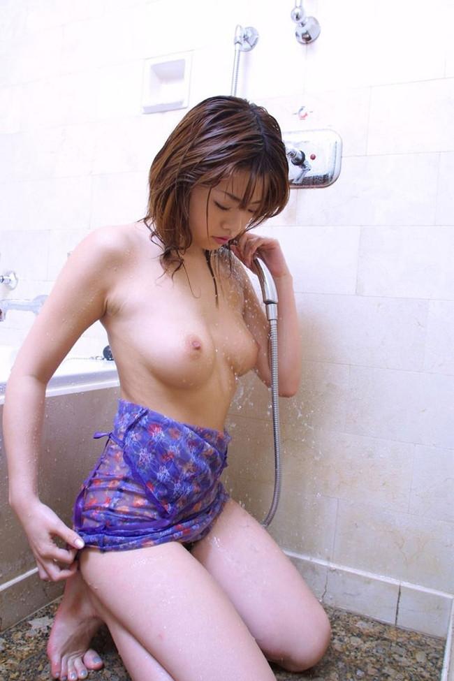 【おっぱい】水も滴るいい女!お風呂で綺麗になったおっぱいがエロすぎる【30枚】 08