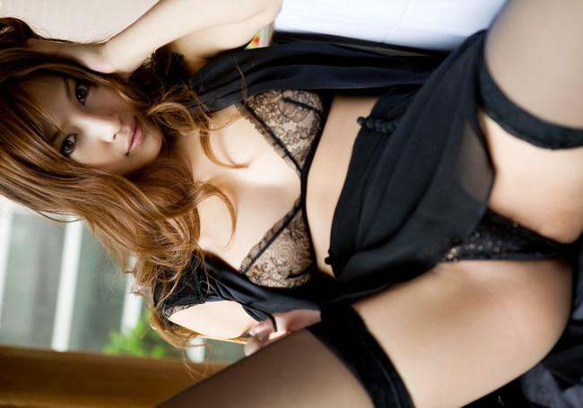 【おっぱい】大人の魅力が満点の黒下着に包まれたおっぱいがエロすぎる【30枚】 25