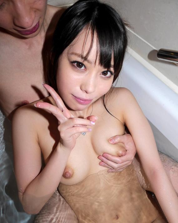 【おっぱい】水も滴るいい女!お風呂で丸出しにしちゃってるおっぱいが癒してくれるしエロすぎる【30枚】 26