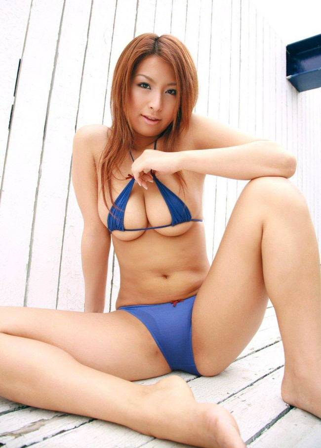 【おっぱい】夏はこれからな水着姿で強調されたおっぱいがエロすぎる【30枚】  09