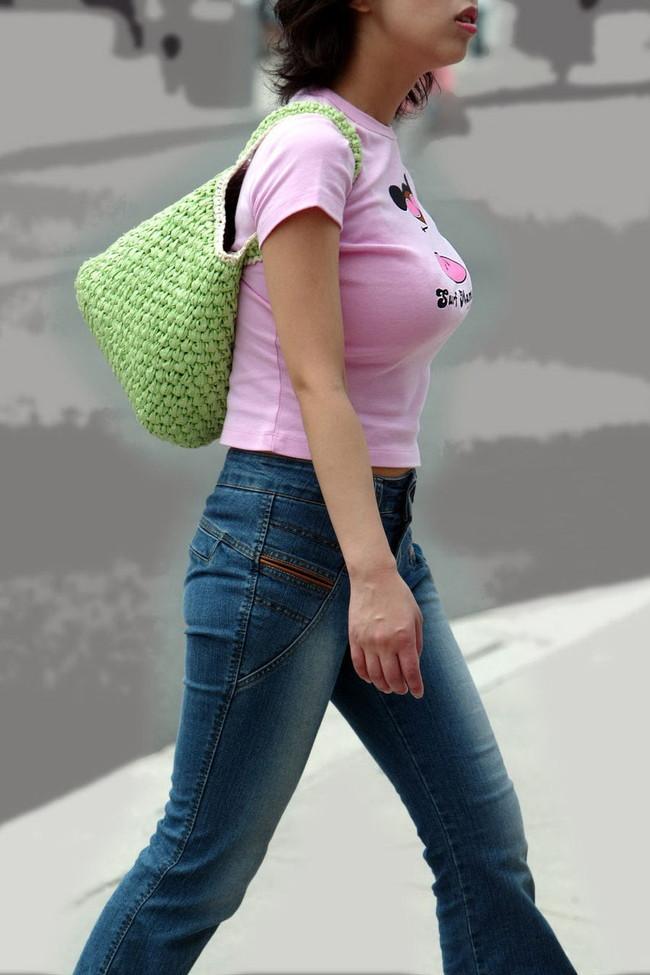 【おっぱい】服の上からでもわかってしまう巨乳おっぱいがたまらない!【30枚】 19