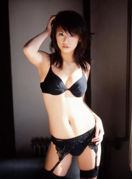 【おっぱい】漆黒のブラック。黒い下着を身にまとう美女のおっぱいがエロすぎる【30枚】