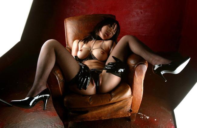 【おっぱい】漆黒のブラック。黒い下着を身にまとう美女のおっぱいがエロすぎる【30枚】 26