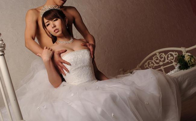 【おっぱい】女子の憧れウェディングドレスを脱がせてあらわになったおっぱいがエロすぎる【30枚】 13