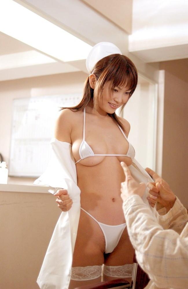 【おっぱい】ナース服に身を包んだ看護婦さんのおっぱいがエロすぎる!【30枚】 15