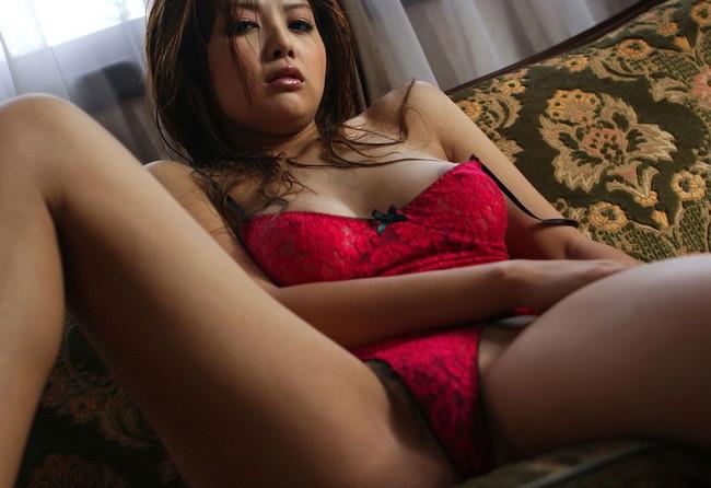 【おっぱい】赤い下着で誘惑してくる巨乳の女がエロすぎる!【30枚】 23