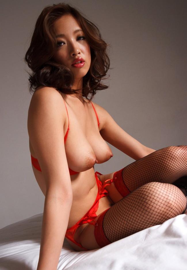【おっぱい】赤い下着で誘惑してくる巨乳の女がエロすぎる!【30枚】 27