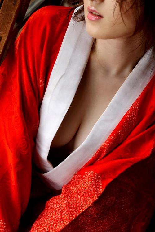 【おっぱい】日本の美!着物から見えるおっぱいがそそる! 24
