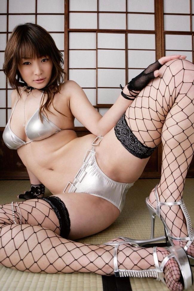 【おっぱい】綺麗なおっぱいさらしながらM字開脚してる女のエロ画像 19