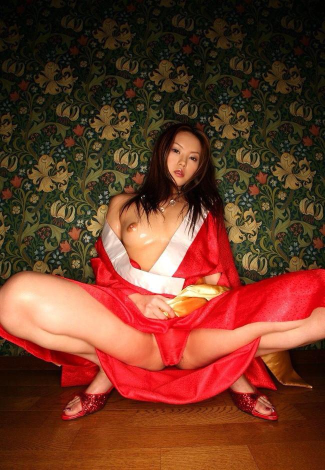 【おっぱい】綺麗なおっぱいさらしながらM字開脚してる女のエロ画像 23