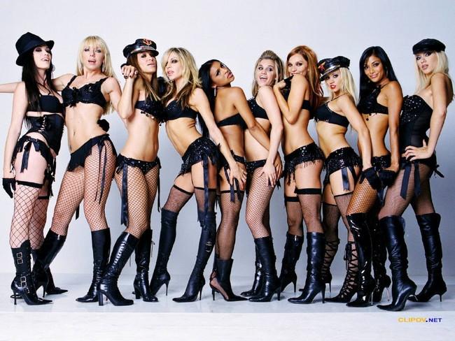 【おっぱい】おっぱい丸出しでなおかつガーターベルトがセクシーな女集めてみた!