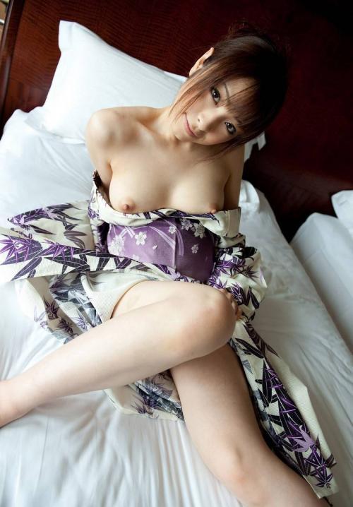 【おっぱい】着物を着てしどけなくおっぱいちらりとしてる姿がエロイ! 01